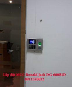 Lắp đặt Máy chấm công kiểm soát cửa vân tay Ronald Jack DG-600BID